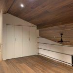 2階ロフト空間無垢板 天井 新築 一宮町 東浪見 アイアンバー