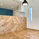 カウンタータイプのキッチン意匠壁